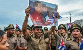 Resultado de imagen para pueblo de cubano con fidel y chavez