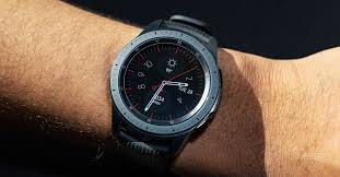 <b>Samsung Galaxy Watch</b> review: iteration over innovation - The Verge