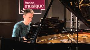 <b>Bach</b> : Prélude BWV 855, par <b>Alexandre Tharaud</b> - YouTube