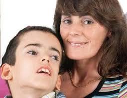 Yolanda Ruiz posa junto a su hijo, Pablo Fernández. F.E.. Fran Extremera La calidad de vida de Pablo Fernández Ruiz mejora por semanas, pero aún queda mucho ... - 2012-09-20_IMG_2012-09-20_01:17:09_tapon
