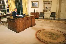 believed to be reagans rug with jr behind the desk reagans oval office bill clinton oval office rug