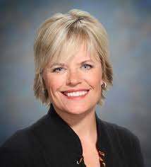 Robin Huebner is making good on her threat to sue KVLY-KXJB for age and gender discrimination. The former anchor filed a lawsuit against Hoak Media, ... - robin-huebner1