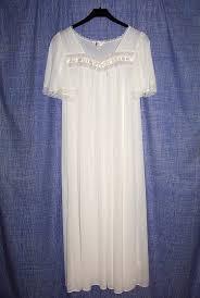 <b>Ночная</b> рубашка — Википедия