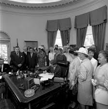 bill signing s equal pay act am john f kennedy bill signing s 1409 equal pay act 11 45am