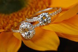Diamonds vs Moissanite | Color, Brilliance, Hardness & Price