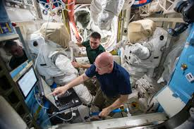 facts to make you feel like an astronaut on a spacewalk nasa expedition 45 commander scott kelly and flight engineer kjell lindgren of nasa