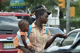 Resultado de imagen para fotos de personas pidiendo en calles de santiago republica dominicana