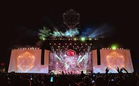 Intel's Shooting Star drone <b>show lights up</b> the sky over ODESZA's act ...