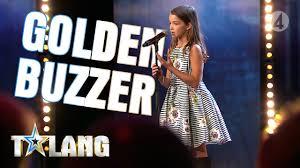 10-åriga <b>Eva</b> rör juryn till tårar med sin magiska sångröst - YouTube