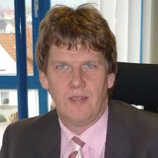 Jens Wulf, Geschäftsführer des Großhandels Walter Linss Nachf. GmbH (Malsfeld). Sehen wir uns zunächst am Beispiel einer Sanitärarmatur an, ... - I1015_012_002
