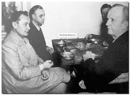 history in images pictures of war history ww nuremberg hermann goering has supper during the trials sidelights during nuremberg trial