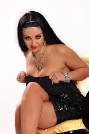 الراقصة صافيناز مهددة بالترحيل من مصر