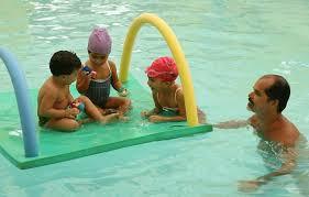 Resultado de imagem para crianças na piscina