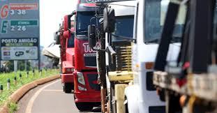 Resultado de imagem para greve dos caminhoneiros maringá