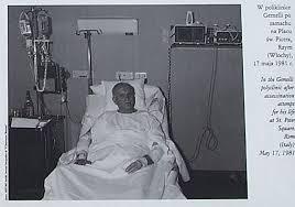 「ローマ教皇ヨハネ・パウロ2世がバチカン市内で狙撃され重傷」の画像検索結果