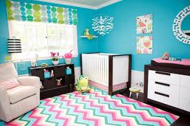 cat kamar tidur minimalis warna biru: Desain kamar tidur minimalis dengan nuansa biru cerah rumah trendi