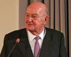 Stifter Dr. h.c. <b>Peter Krüger</b> In Stiftungssatzung ist festgelegt, <b>...</b> - peter-krueger-300x241