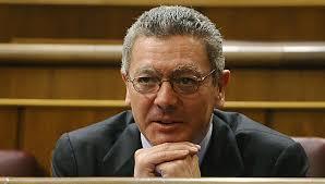 El actual ministro de Justicia, Alberto Ruiz-Gallardón, ha sufrido este pasado domingo por la noche un accidente doméstico y se ha roto dos costillas. - Alberto_Ruiz_Gallard%25C3%25B3n