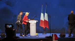 Le Pen'e miting sırasında protestolar