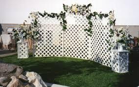 Decorating A Trellis For A Wedding Five Ways To Enhance Outdoor Wedding Dccor