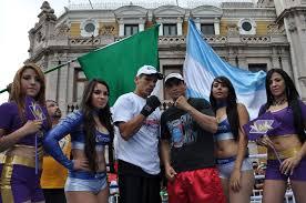"""... Marco Antonio """"Veneno"""" Rubio y Yessica """"Kika"""" Chávez, pero que sobre todo se entregaron a los peleadores locales Marco """"Dorado"""" Reyes y Óscar Molina. - dorado-funes"""