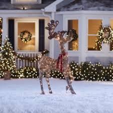<b>Outdoor Christmas Decorations</b>