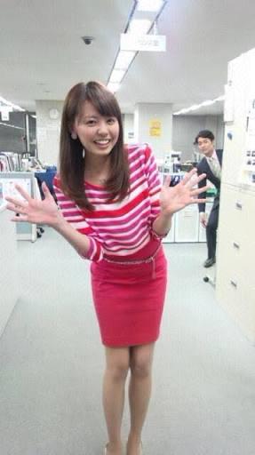 ピンクの服の宮澤アナ