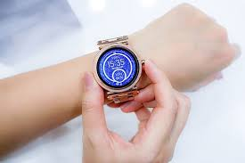 10 New Exciting Smartwatch / Smartband to Stay Fit and Healthy