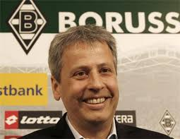 Lucien Favre, nato il 2 Novembre 1957 a Saint-Barthélemy (Svizzera) è un ex-centrocampista elvetico. Da calciatore, vestì le maglie di Losanna, ... - Monchengladbach-appoints-Lucien-Favre-as-their-new-manager-56394