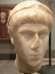 Flavio Giulio Costanzo era il secondogenito di Costantino il Grande ed era nato dalla seconda moglie Fausta nel 317 D.C. Nel 324,a soli sette anni,fu ... - 450px-Bust_of_Constantius_II_Mary_Harrsch