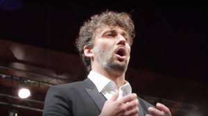 Watch <b>Jonas Kaufmann</b> forget his words and carry on like an ...