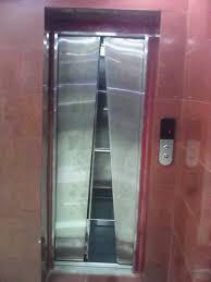 लिफ्ट में 40 मिनिट तक फंसे रहे अमित शाह,: छेनी-हथौड़ी से लिफ्ट तोड़ बा