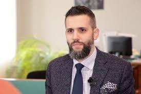 Главу таможни и еще двоих членов украинского правительства призвали признаться в том, что они гомосексуалисты