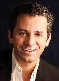 و يعمل في الشركة أكثر من 4000 موظف . رئيس الشركة - Eric Hirshberg المدير المالي للشركة - Thomas Tippl - 022512050208m431szn3n06kal2