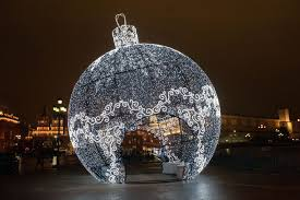 Огромный <b>ёлочный шар</b> на Манежной площади — The Village