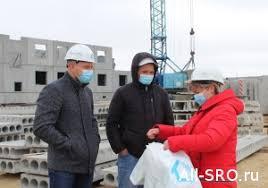 Союз профессиональных строителей вручил <b>защитные маски</b> ...
