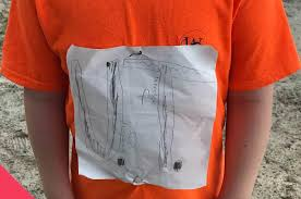 Младшеклассника затравили за самодельную <b>футболку</b> ...