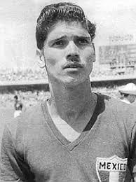 La estrella legendaria del Chivas del Guadalajara y fútbol mexicano Salvador Reyes murió este sábado a causa del cáncer de colon que padecía, ... - 1356865617_extras_mosaico_noticia_1_1