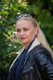 BARBARA ZIELIŃSKA. Urodzona: 1959. Wzrost - 173cm. Absolwentka PWST Kraków (1982 r). Umiejętności: taniec, jazda konna, jazda na rowerze. - Barbara_Zielinska5