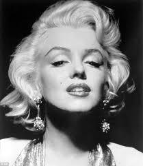 """... Marilyn Monroe - è la città dove ti danno cinquantamila dollari per un tuo bacio e cinquanta centesimi per la tua anima"""". MARILYN MONROE - marilyn-monroe-272241"""