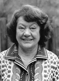 Margrit Rainer wurde 1914 in Zürich geboren. Sie erhielt eine Ausbildung als Fotolaborantin und wurde ... - margrit-rainer-geburtstag1976-201108920