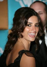 Homecoming Styles-Intermediate Skill Level - Penelope-Cruz-Loose-Bun-for-Homecoming