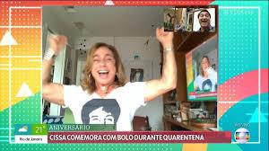 Cissa Guimarães faz aniversário, recebe bolo virtual e se emociona com homenagem do 'É de Casa'
