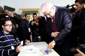 التونسيون يصوتون في أول انتخابات رئاسية حرة مباشرة
