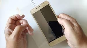Как приклеить защитное стекло на телефон: инструкция для ...