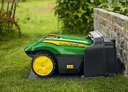 Kéo dây của một máy cắt cỏ cho phép