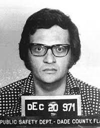 Talkshowhost Larry King kon in 1971 een financier niet terugbetalen. Wel aangehouden, niet veroordeeld - larry_king