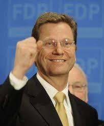 Pauvre Peer: Steinbrück liegt in der ARD-Liste der beliebtesten Parteipolitiker 29 Punkte hinter Kanzlerin Angela Merkel . ... - 64081-NvJWiCfdbKVtTMuxO_puVQ