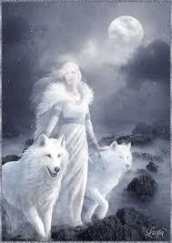 Анимация Призрачная девушка с белыми волками туманной ...