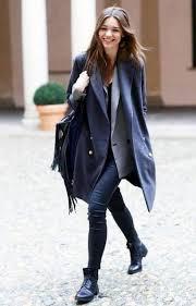 С чем носить <b>темно</b>-синее <b>пальто</b>: шарф, шапка, обувь